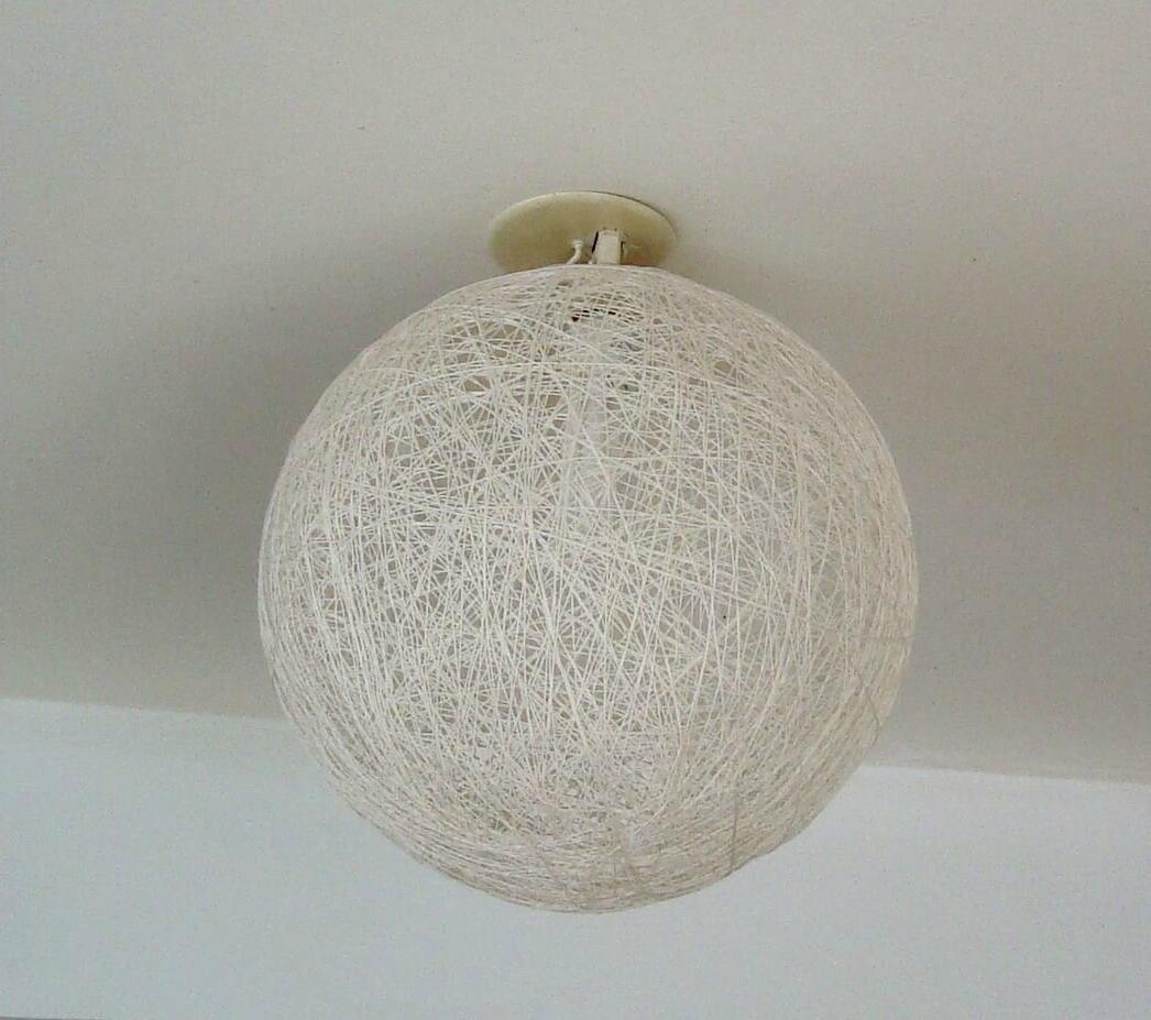 Comment enlever un globe plafonnier ?