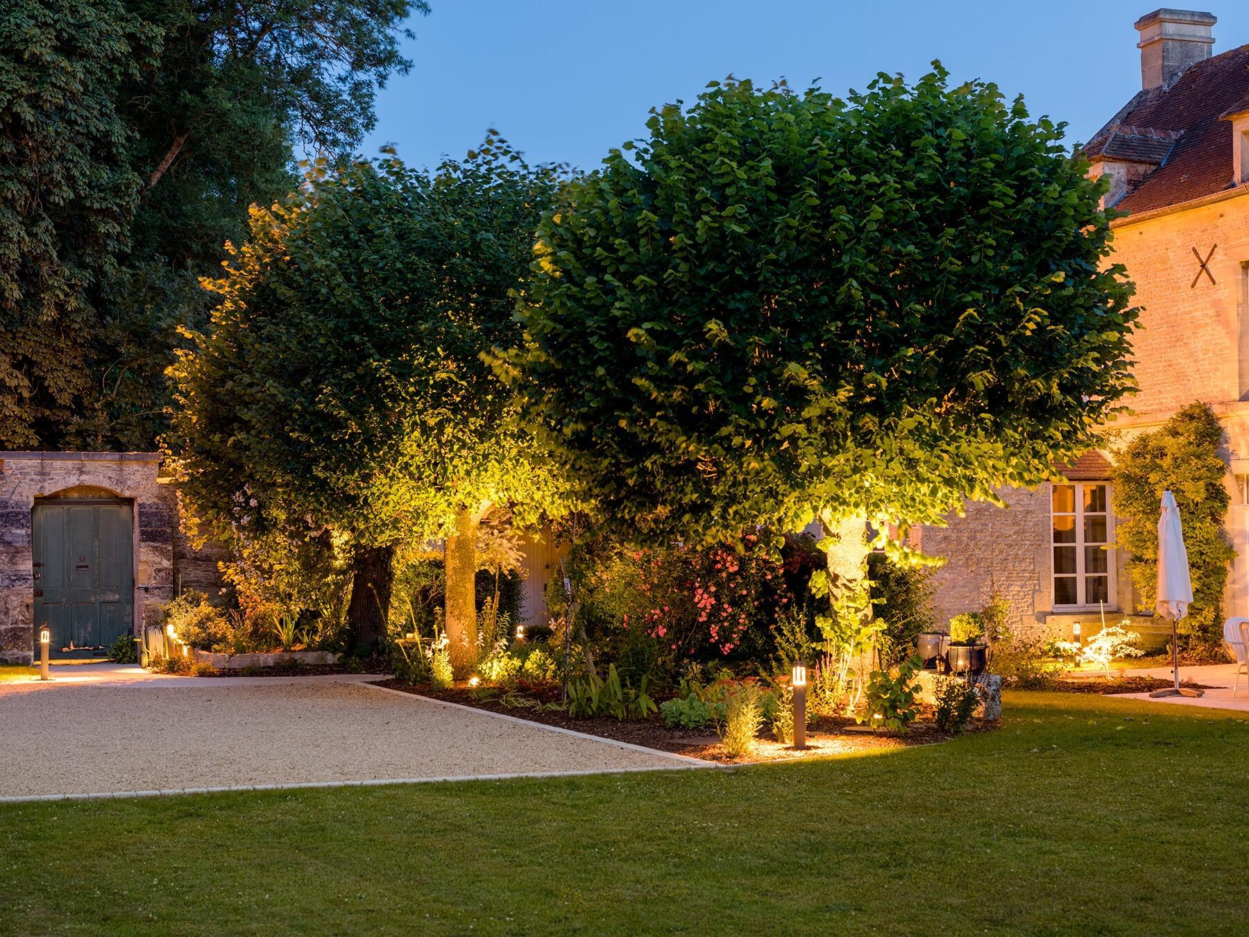 Comment mettre de la lumière dans son jardin ?