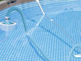 Comment passer l'aspirateur dans la piscine ?