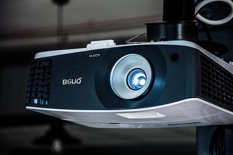 Quelle caractéristique décrit le mieux un projecteur ?