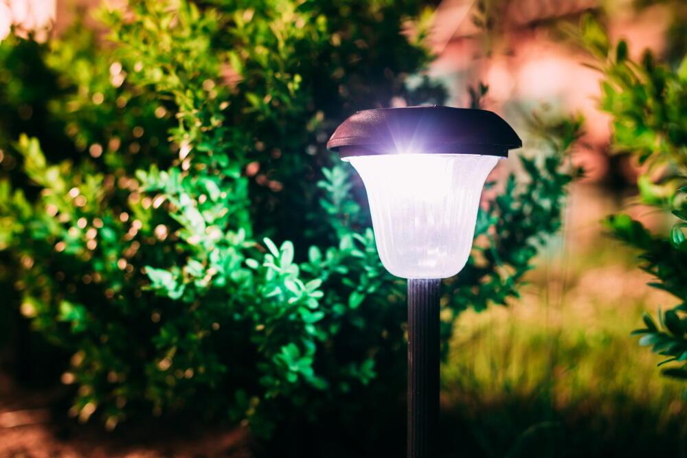 Comment choisir sa lampe solaire extérieur ?